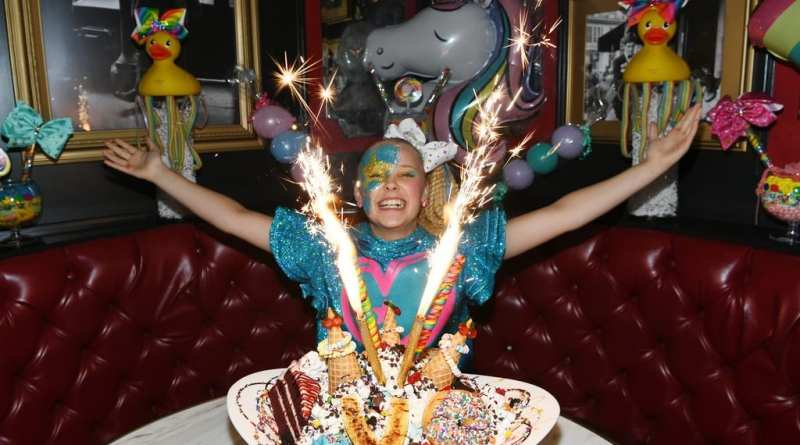 JoJo Siwa wowed by Sugar Factory King Kong Sundae.