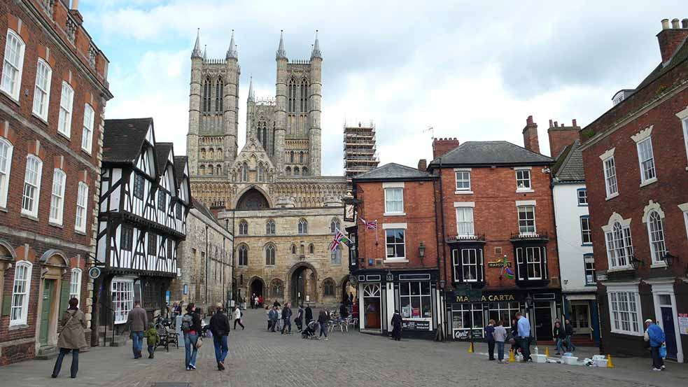 The City Centre of Lincoln, UK; from a travel blog by www.traveljunkiegirl.com