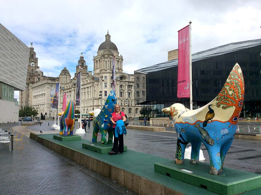 LambBanana sculptures on the Liverpool Waterfront; from a travel blog by www.traveljunkiegirl.com