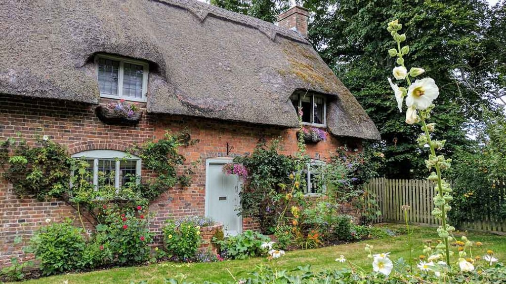 Typical Architecture in Chawton Village, Hampshire; from a cultural travel blog by www.traveljunkiegirl.com