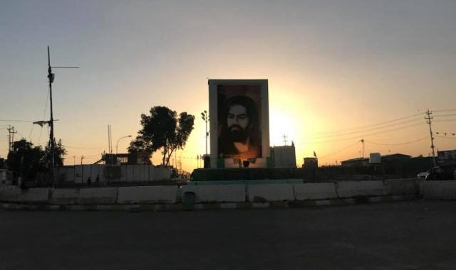 सामरा ...या सामर्रा का चौक...यह शाम के वक़्त लिया गया फ़ोटो है। यहाँ पर शिया मुसलमानों के ग्यारहवें इमाम का रोज़ा है। इस रोज़े की सुरक्षा इराक़ के एक बड़े राजनीतिक नेता मुक्तदा अल सद्र की आर्मी संभालती है। जिस दिन हम यहाँ थे, उसी दिन यहाँ से कुछ दूरी पर आईएसआईएस आतंकियों ने पन्द्रह लोगों की हत्या कर दी थी।