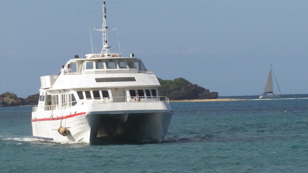 المواصلات بين الجزر في غرينادا