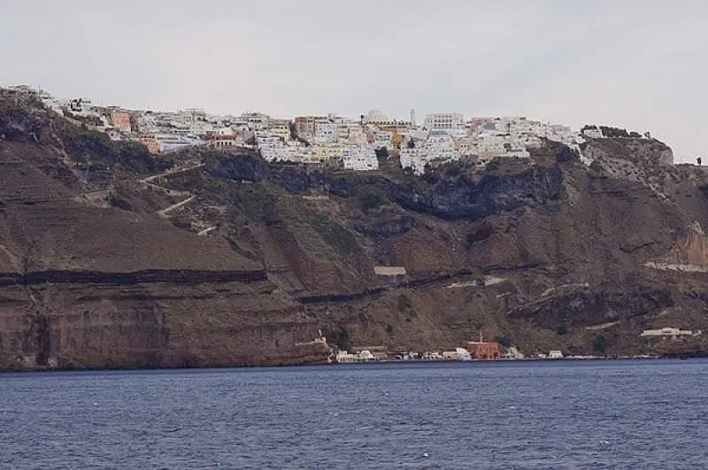 جزيرة سانتوريني