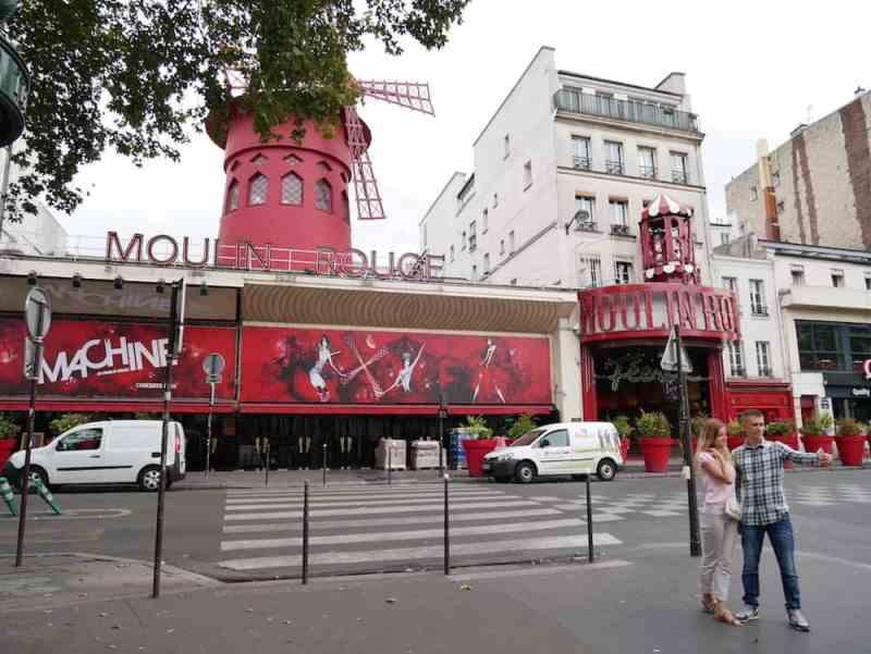 الطاحونة الحمراء في باريس