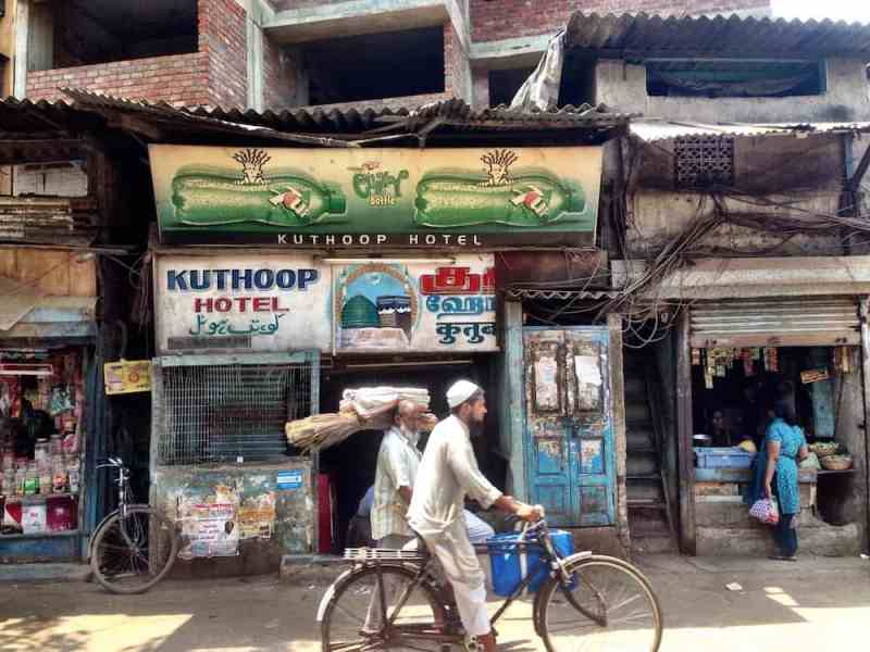 الاحياء الشعبية في مومباي
