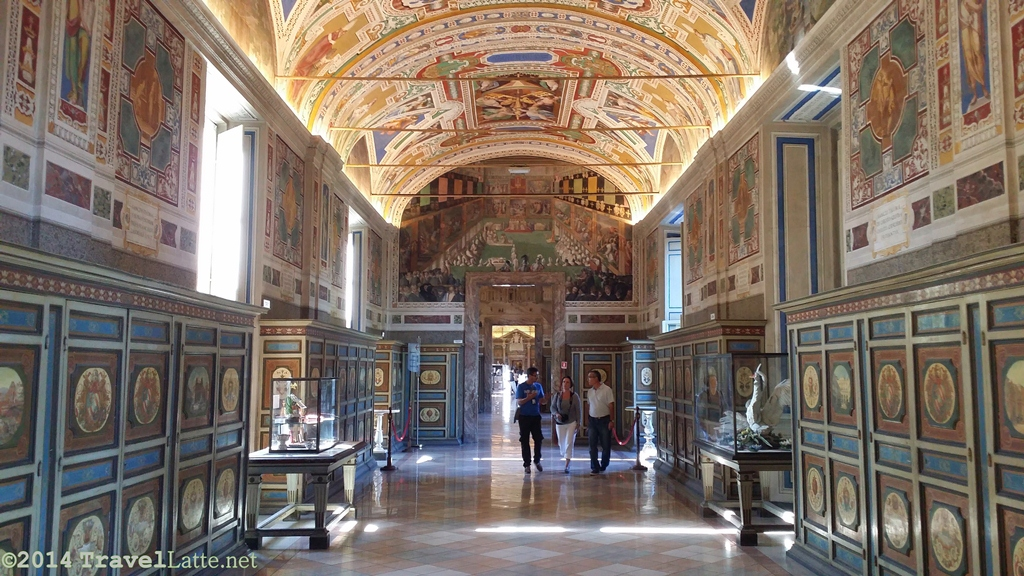 Photo of a hall gallery in the Vatican Museum