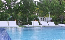 Photo: Adult pool at Courtyard Cadillac Hotel