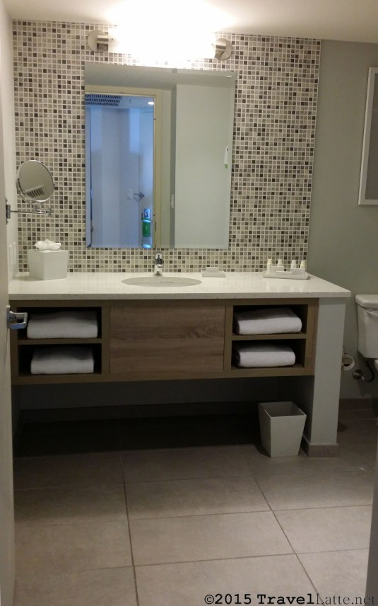 Photo: Ocean Tower en suite bathroom at Courtyard Cadillac Hotel