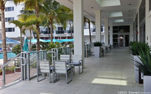 Photo: Pool promenade at the Courtyard Cadillac Hotel