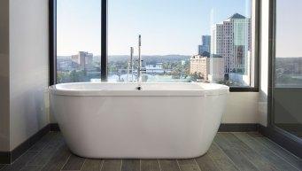 Hotel Van Zandt King Spa Suite Tub via @TravelLatte