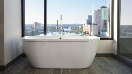 Hotel Van Zandt King Spa Suite Tub via @TravelLatte