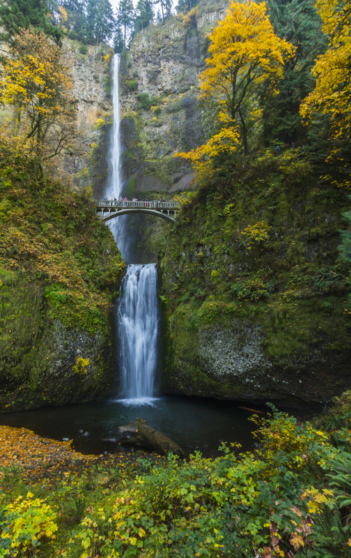 Autumn Color Across America - Multnomah Falls via @TravelLatte.net