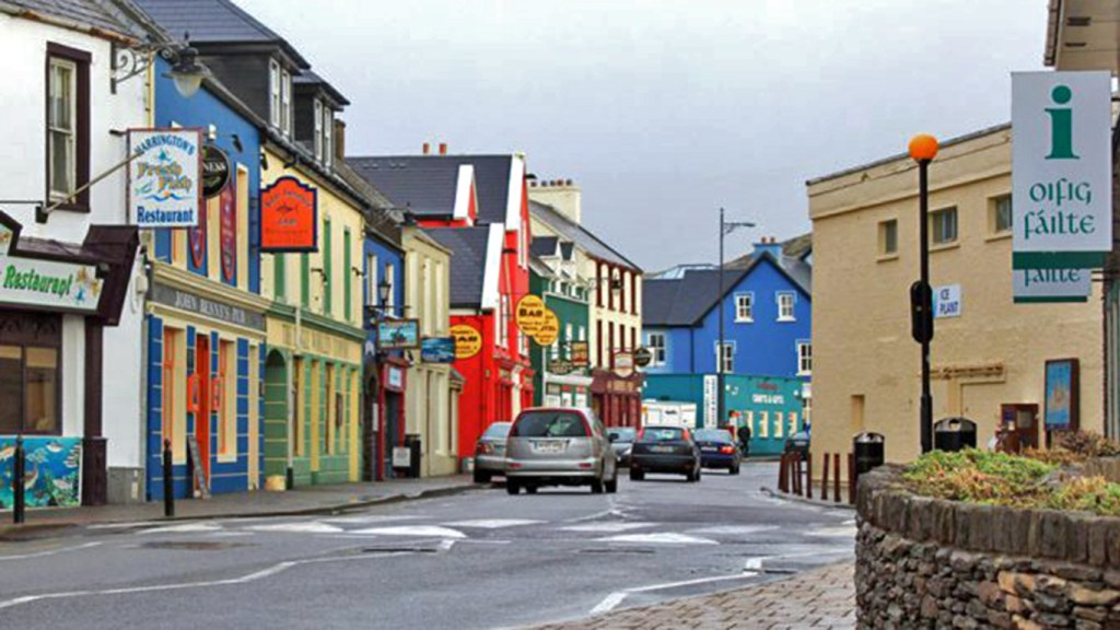 Strand Street - Heart of the Dingle Peninsula, via Travellatte