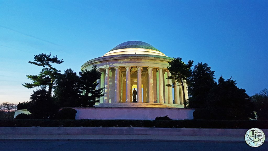 The Jefferson Memorial - Presidents Day Road Trip via @TravelLatte
