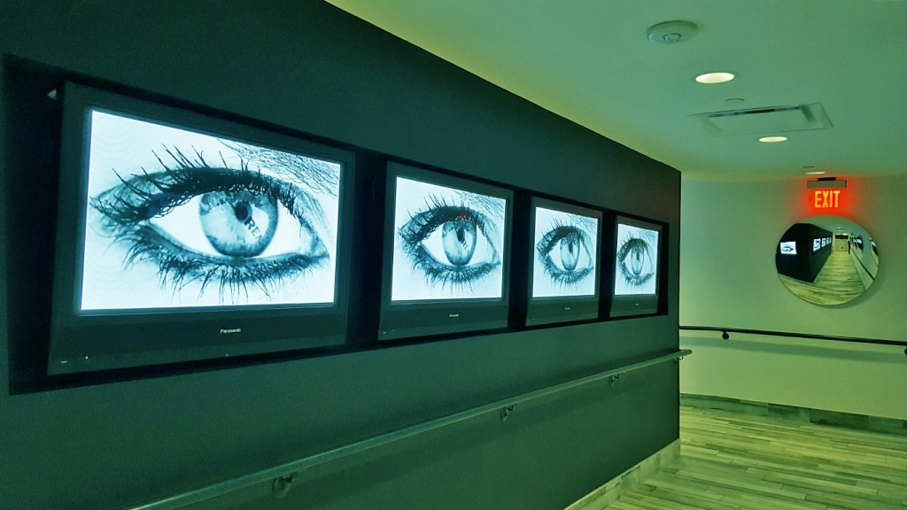 Staying at the Lorenzo Hotel - Entryway Eyes - TravelLatte