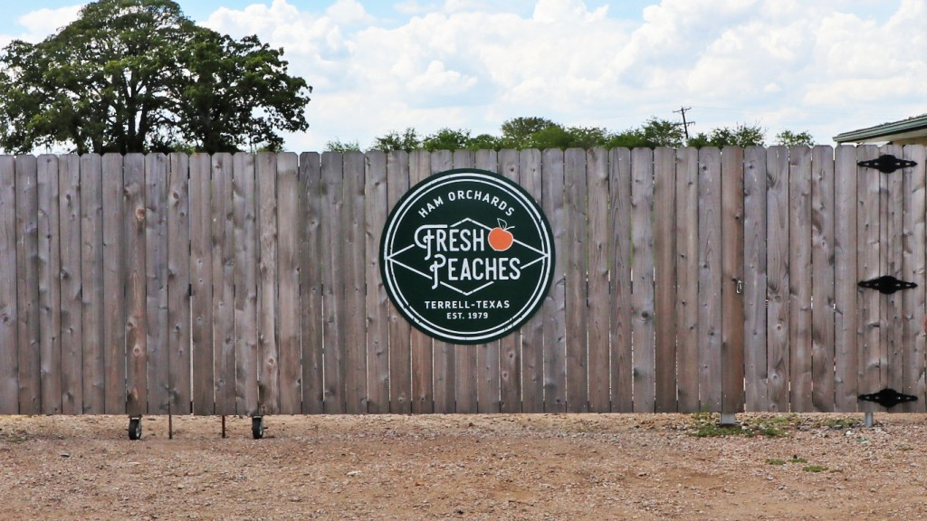 Texas Peaches sign at Ham Orchards on TravelLatte.net