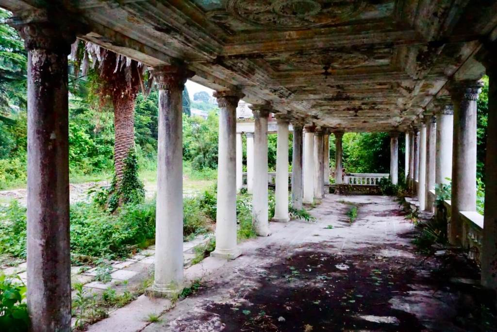 Abkhazia in Pictures - Abandoned building in Gagra