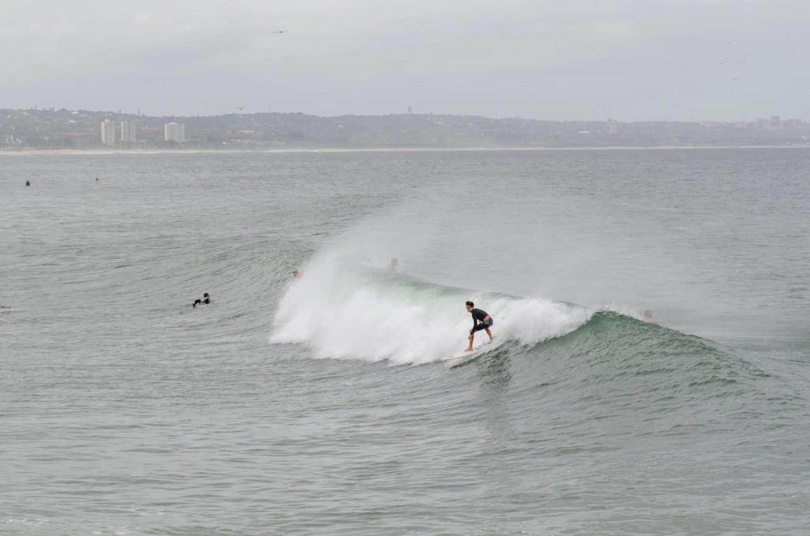 Surfers hebben plezier in Durban