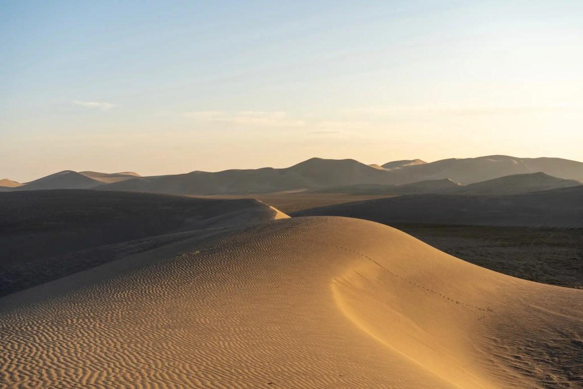 Zandduinen in de Varzaneh-woestijn in Iran