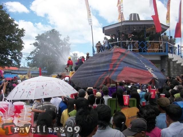 Prosesi Siraman Gong Kyai Pradah