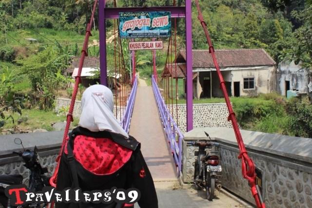 road to grojogan sewu malang