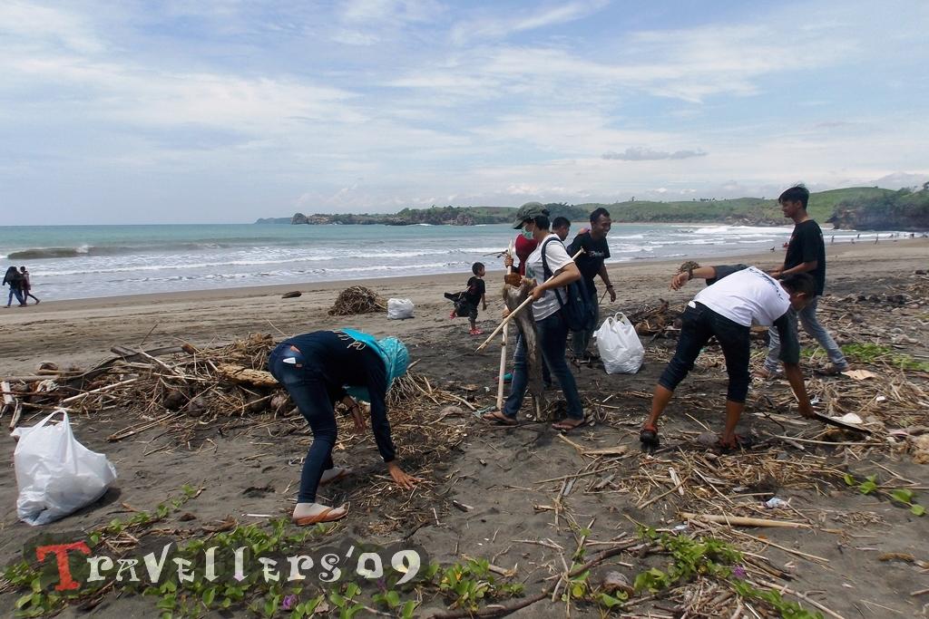 Bakti Wisata D'Travellers di Pantai Serang Blitar 1