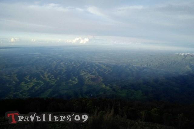 pemandangan alam dari puncak buthak