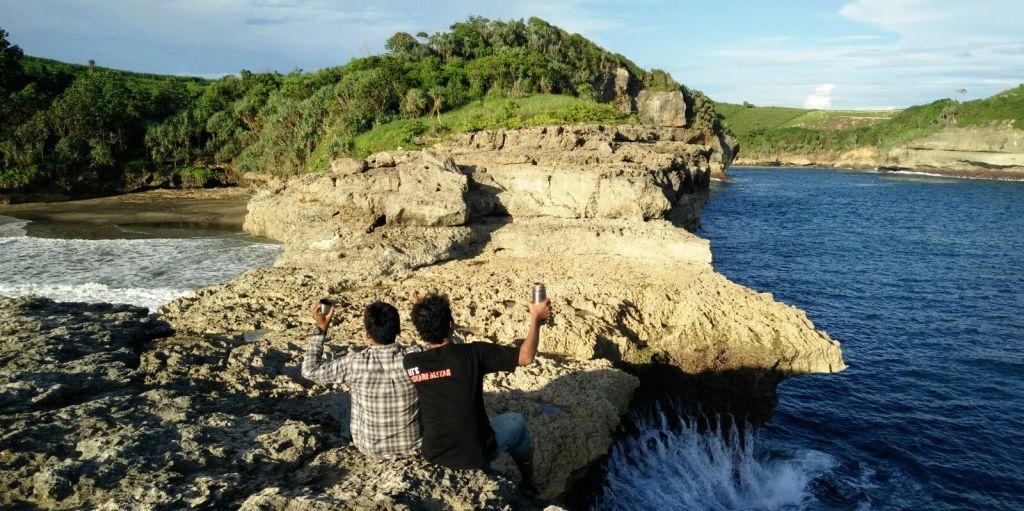 Pantai Tebing Ngloncor, Pantai Kesebelas di Ngadipuro Blitar 1