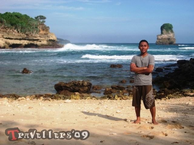 travellers di pantai dung dowo