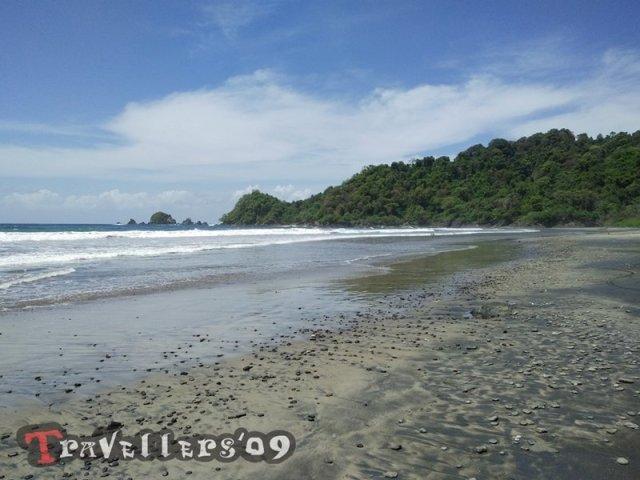 Pantai Karang Nritep di Barat Pantai Jolosutro Blitar 3