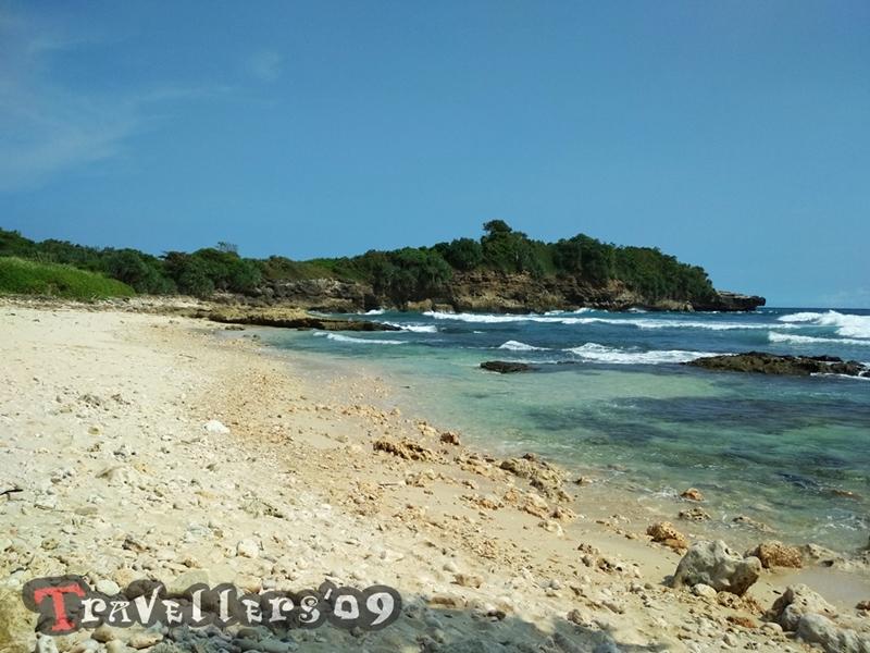 Pantai Bakung di Desa Ngadipuro Blitar, Unik dan Menantang 9