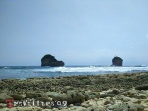 Pantai Bakung di Desa Ngadipuro Blitar, Unik dan Menantang 2