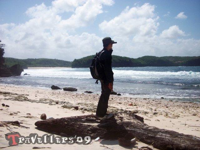 Pantai Kresek Blitar, Keindahan Di Balik Namanya yang Kelam 3