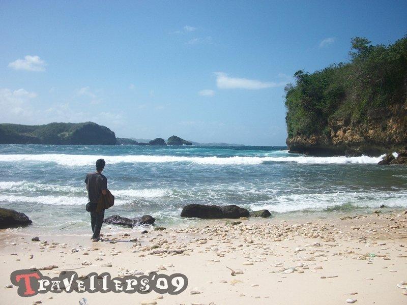 Pantai Kresek Blitar, Keindahan Di Balik Namanya yang Kelam 1