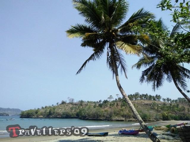 Pantai Brumbun Tulungagung dengan Pemandangan Teluk yang Mempesona 5