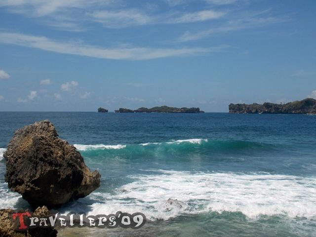 Pantai Ngleles Blitar, Pantai Kecil dengan Pemandangan yang Memukau 5