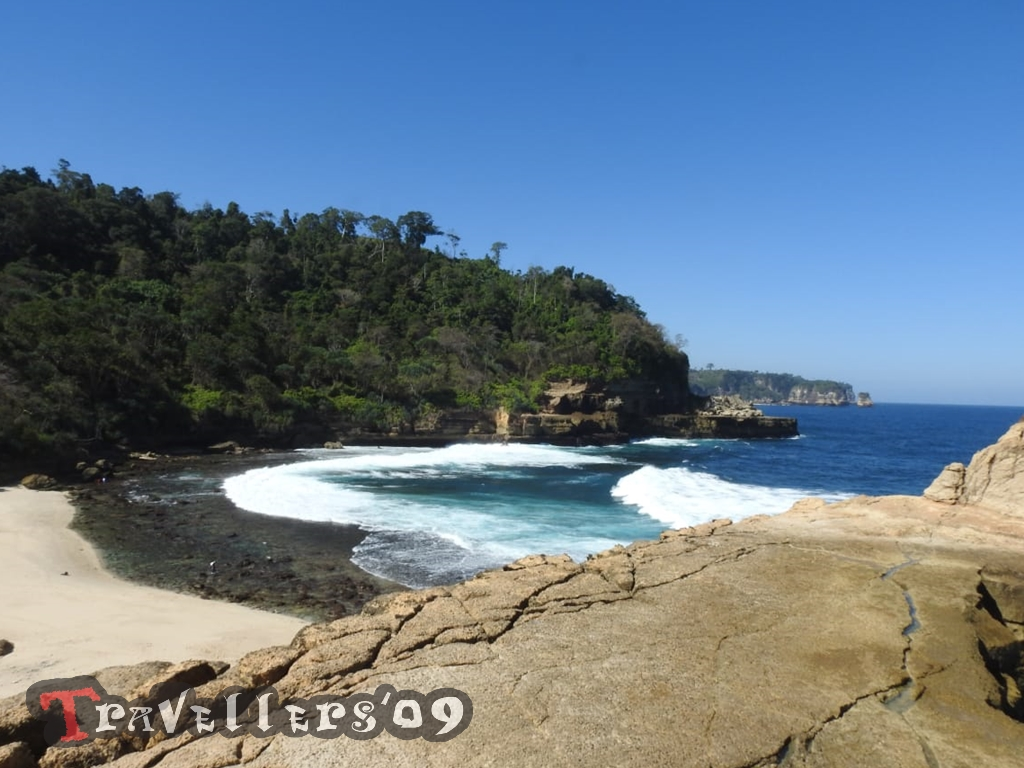 Pantai Pathok Gebang, a Beautiful Little Place di Tulungagung 7