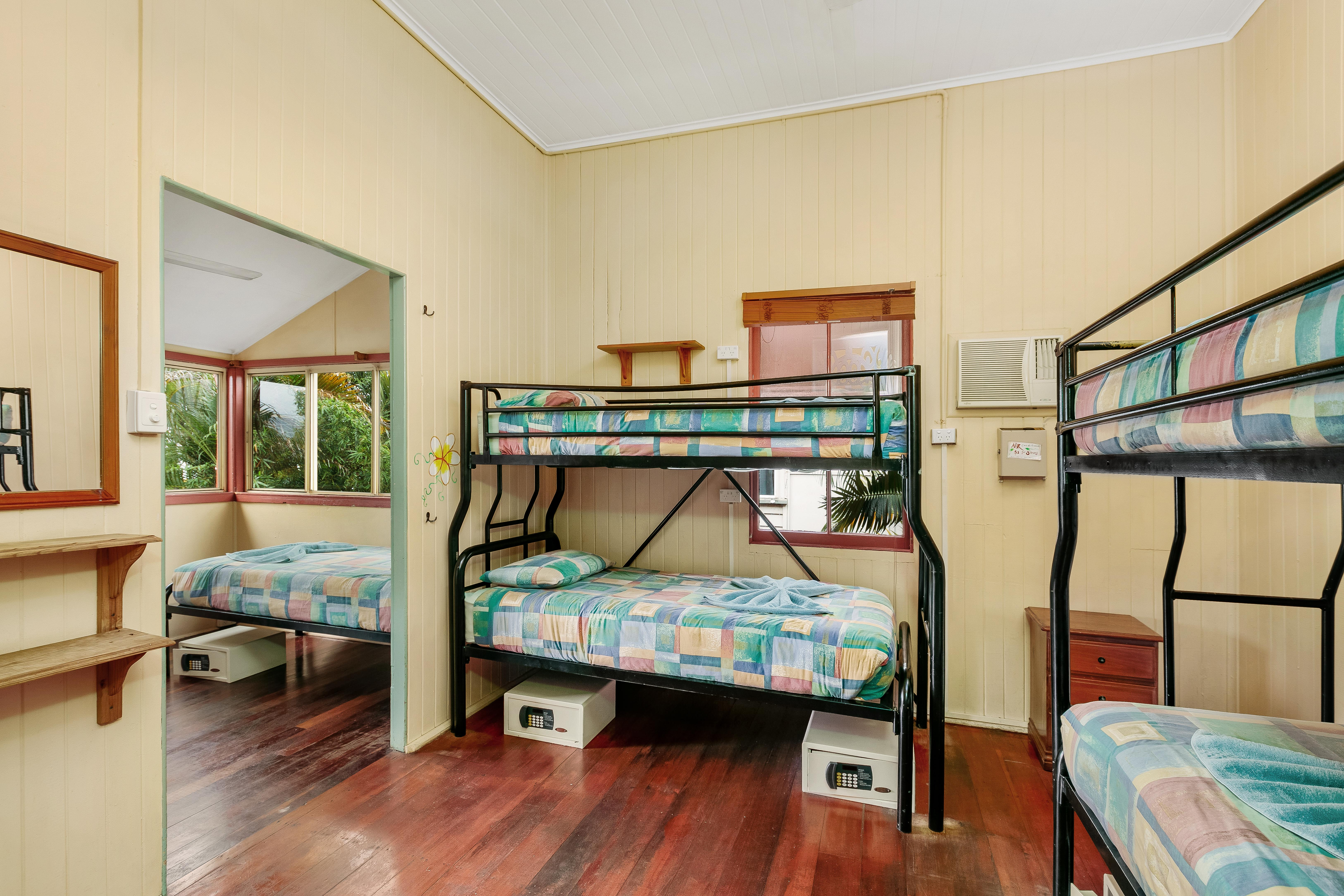 6 Bed Share Dorm