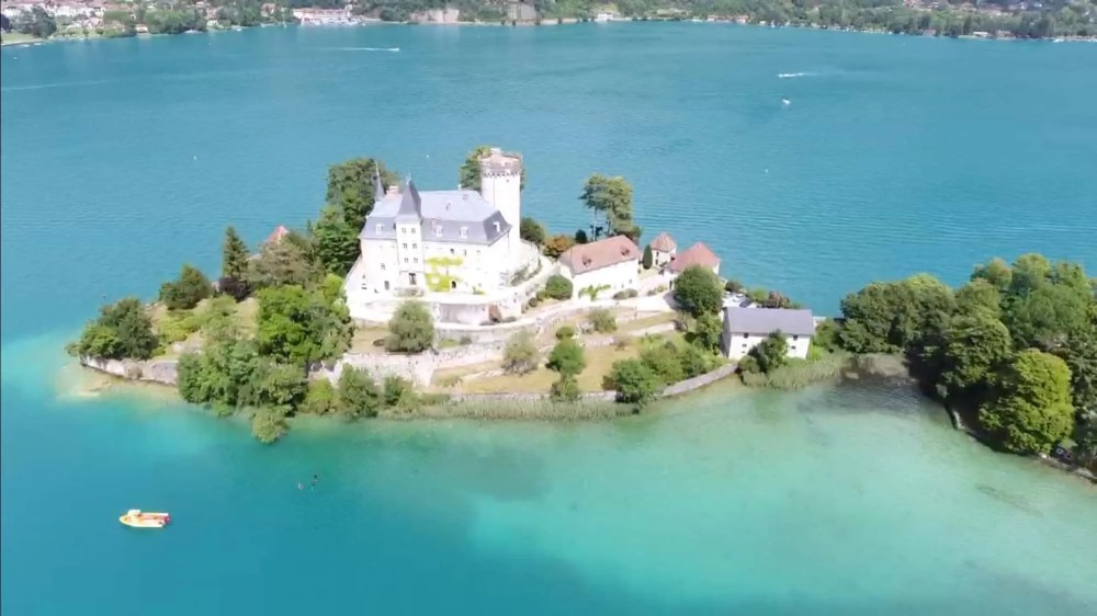Chateau de Duingt, things to do in Annecy, 2 days Annecy itinerary, Annecy France, French Alps, things to do on lake Annecy, where to stay in Annecy, hotels in Annecy