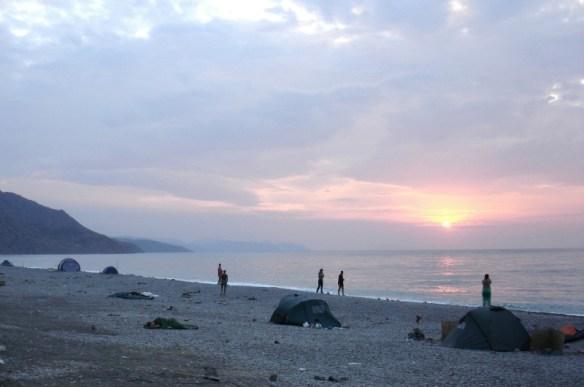 отдых в Рыбачьем в сентябре, кемпинг на берегу Черного моря