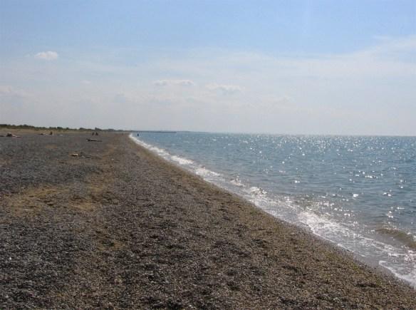 пляж на восточном берегу Крыма