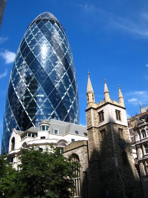 Небоскреб Gherkin building или Огурец в Лондоне