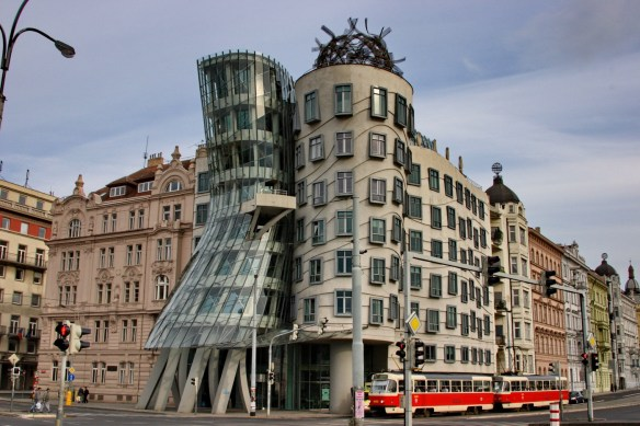 Танцующий дом. Прага, Чехия