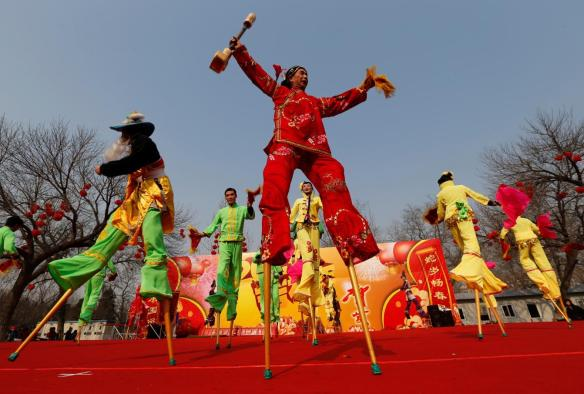 красочные гуляния в китае на китайский новый год