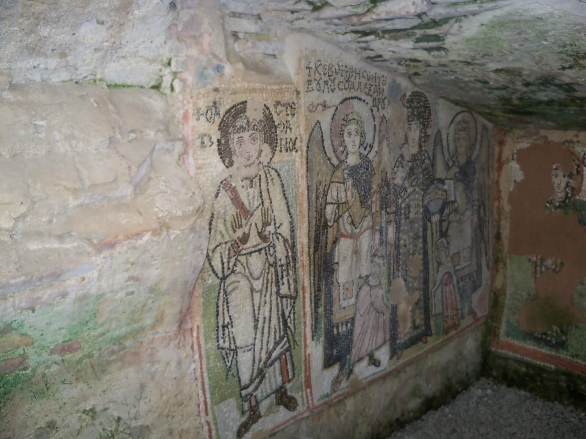 Muurafbeeldingen bij opgravingen in het amfitheater van Durres