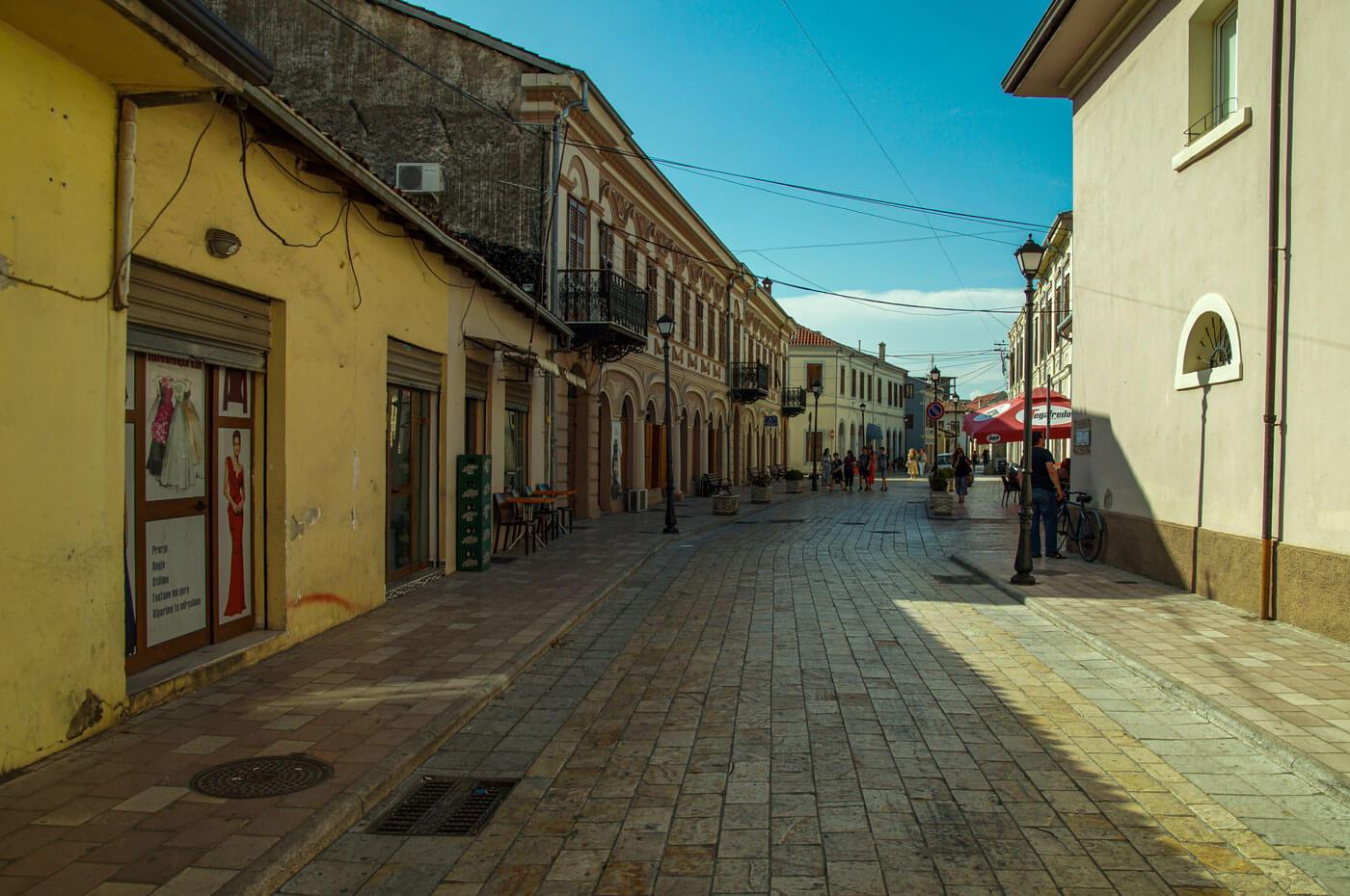 straat-in-Shkoder-1400