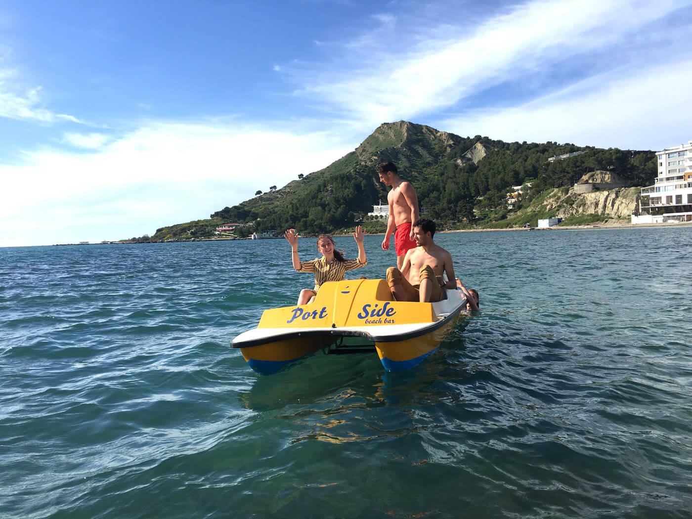 waterfietsen-in-durres-adriatische-zee