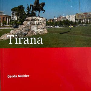 Tirana-voorkant Gerda Mulder