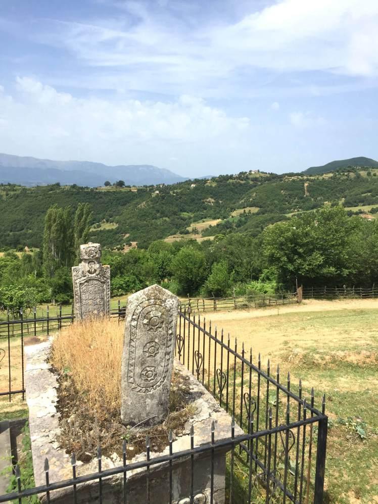 Landschap-Mat-regio-Turkse-grafstenen-albanie