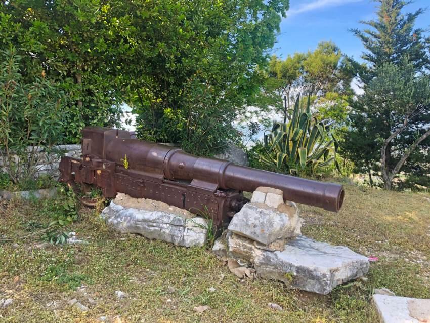 Kanon opgesteld in het Lekuresi Kasteel. Foto: Marieke van Amsterdam